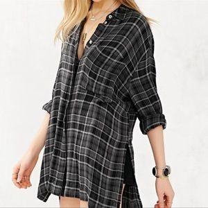 Urban Outfitters BDG   Black and Gray Flannel Top